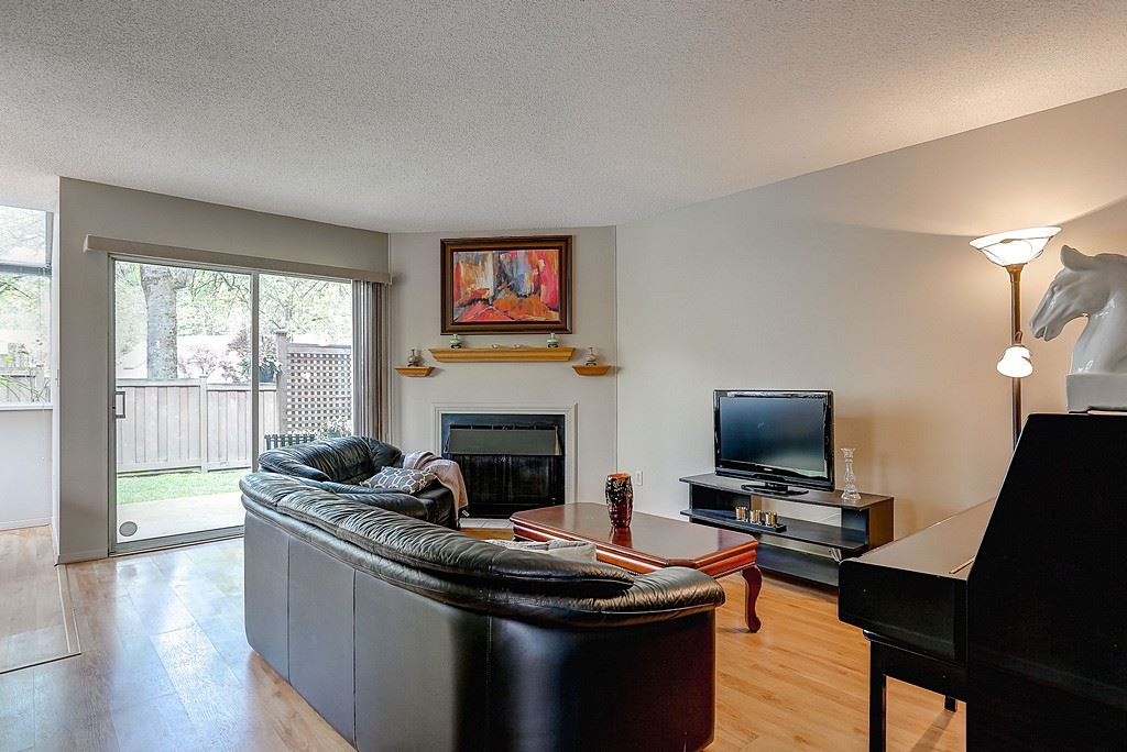 Photo 2: 47 1235 JOHNSON STREET in Coquitlam: Canyon Springs Townhouse for sale : MLS(r) # R2061436