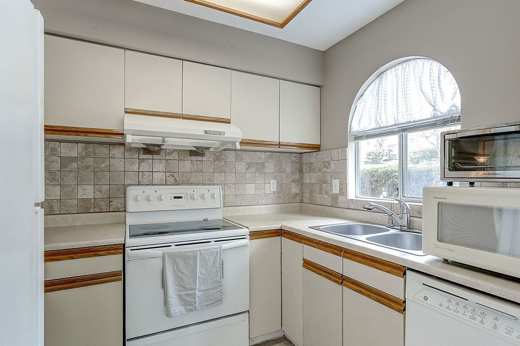 Photo 8: 47 1235 JOHNSON STREET in Coquitlam: Canyon Springs Townhouse for sale : MLS(r) # R2061436