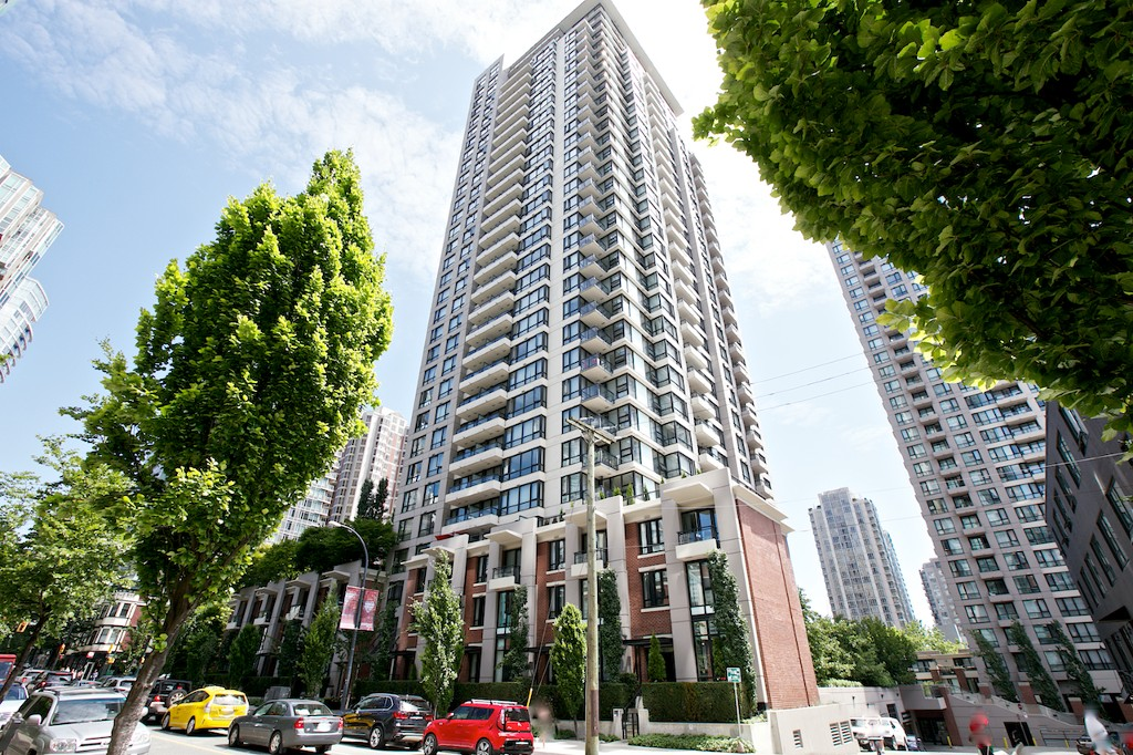 Main Photo: 2207 928 Homer Street in Vancouver: Yaletown Condo for sale (Vancouver West)
