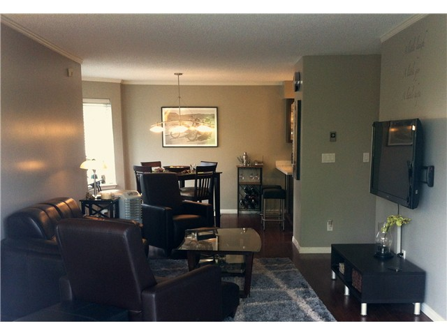 "Photo 5: 111 74 MINER Street in New Westminster: Fraserview NW Condo for sale in ""Fraserview Park"" : MLS® # V968271"