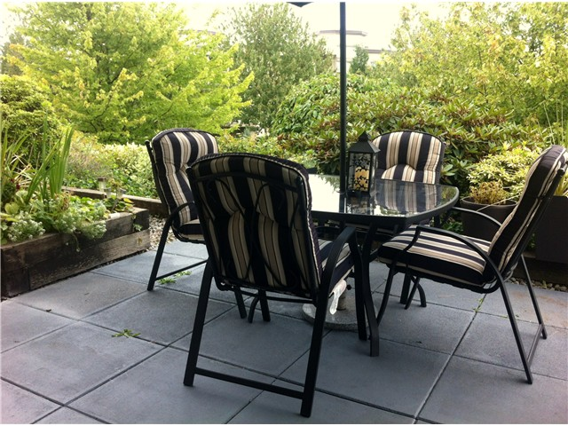 "Photo 2: 111 74 MINER Street in New Westminster: Fraserview NW Condo for sale in ""Fraserview Park"" : MLS® # V968271"