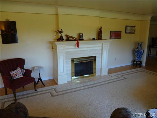Photo 8: 3220 BEACH Drive in VICTORIA: OB Uplands Residential for sale (Oak Bay)  : MLS(r) # 313381