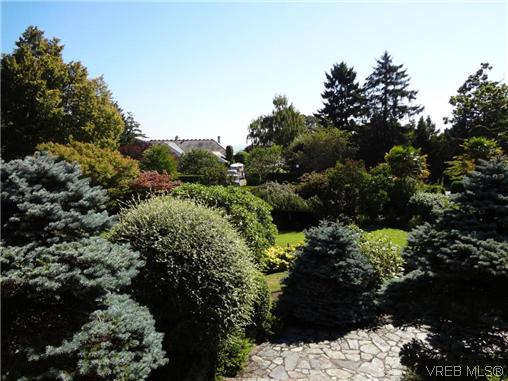 Photo 19: 3220 BEACH Drive in VICTORIA: OB Uplands Residential for sale (Oak Bay)  : MLS(r) # 313381