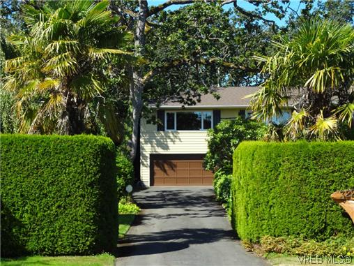 Photo 3: 3220 BEACH Drive in VICTORIA: OB Uplands Residential for sale (Oak Bay)  : MLS(r) # 313381
