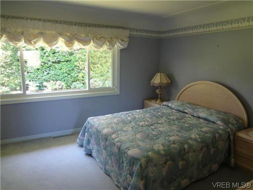 Photo 16: 3220 BEACH Drive in VICTORIA: OB Uplands Residential for sale (Oak Bay)  : MLS(r) # 313381