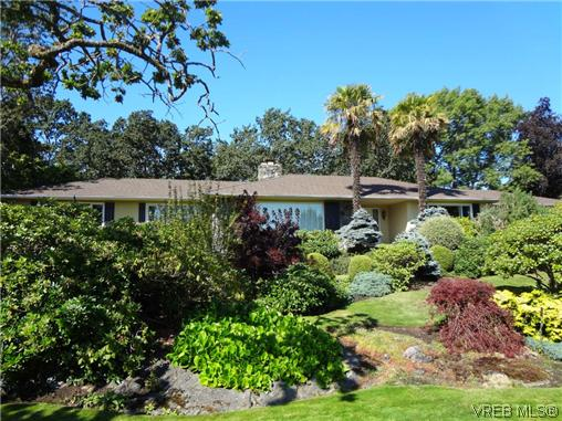 Main Photo: 3220 BEACH Drive in VICTORIA: OB Uplands Residential for sale (Oak Bay)  : MLS(r) # 313381