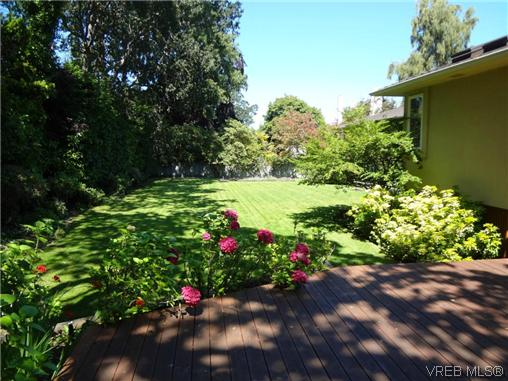 Photo 5: 3220 BEACH Drive in VICTORIA: OB Uplands Residential for sale (Oak Bay)  : MLS(r) # 313381
