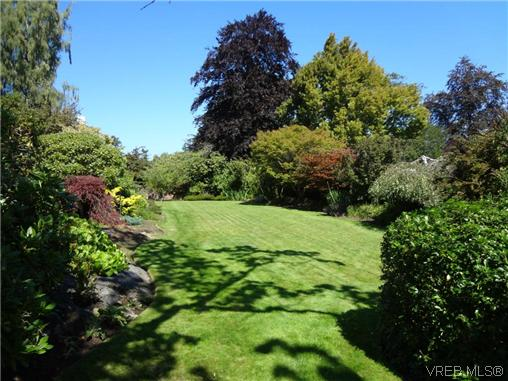 Photo 4: 3220 BEACH Drive in VICTORIA: OB Uplands Residential for sale (Oak Bay)  : MLS(r) # 313381