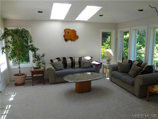 Photo 12: 3220 BEACH Drive in VICTORIA: OB Uplands Residential for sale (Oak Bay)  : MLS(r) # 313381