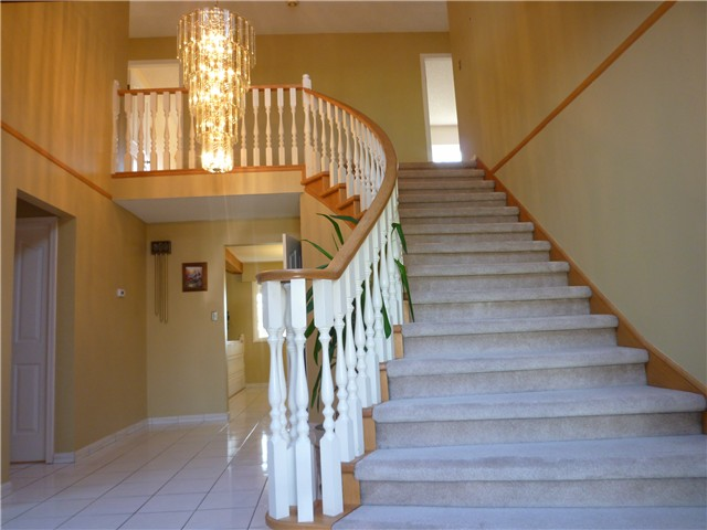 Photo 2: 92 COURTNEY Crescent in New Westminster: The Heights NW House for sale : MLS® # V1003876