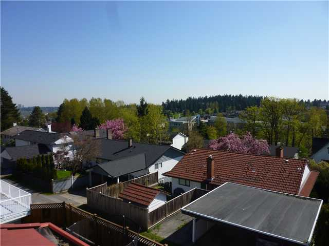 Photo 10: 92 COURTNEY Crescent in New Westminster: The Heights NW House for sale : MLS® # V1003876