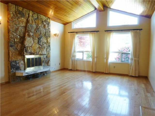 Photo 3: 92 COURTNEY Crescent in New Westminster: The Heights NW House for sale : MLS® # V1003876