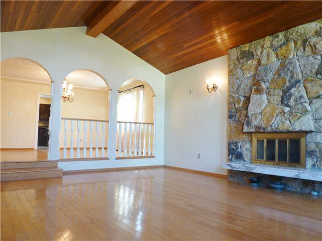 Photo 4: 92 COURTNEY Crescent in New Westminster: The Heights NW House for sale : MLS® # V1003876