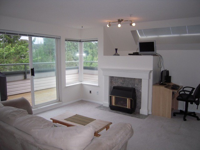 "Photo 2: 304 33668 KING Road in Abbotsford: Poplar Condo for sale in ""College Park Place"" : MLS(r) # F1314796"