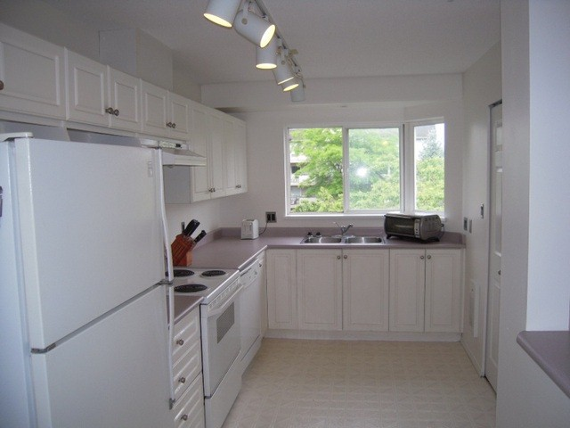 "Photo 6: 304 33668 KING Road in Abbotsford: Poplar Condo for sale in ""College Park Place"" : MLS(r) # F1314796"