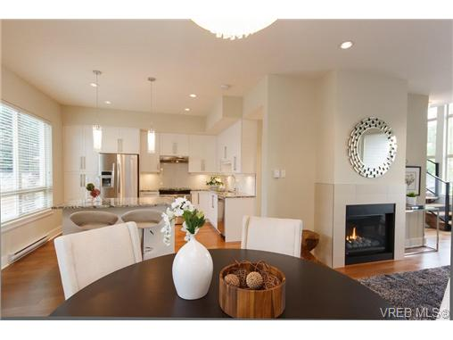 Photo 6: Fee Simple Townhome in Sidney By The Sea