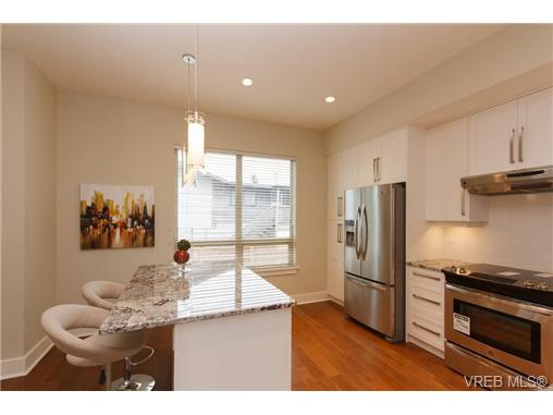 Photo 9: Fee Simple Townhome in Sidney By The Sea