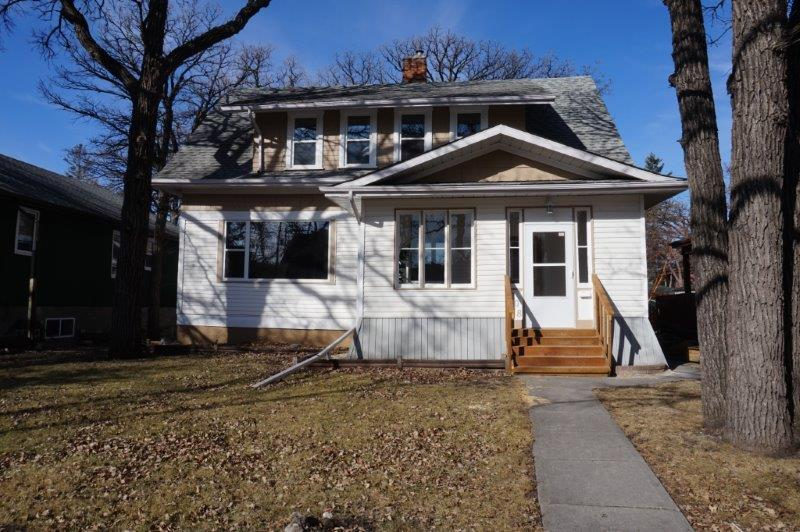 Main Photo: 208 Winchester Street in : Deer Lodge Single Family Detached for sale (West Winnipeg)