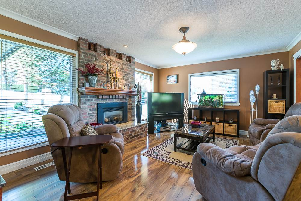 Photo 2: 3001 SURF CRESCENT in Coquitlam: Ranch Park House for sale : MLS® # R2110585