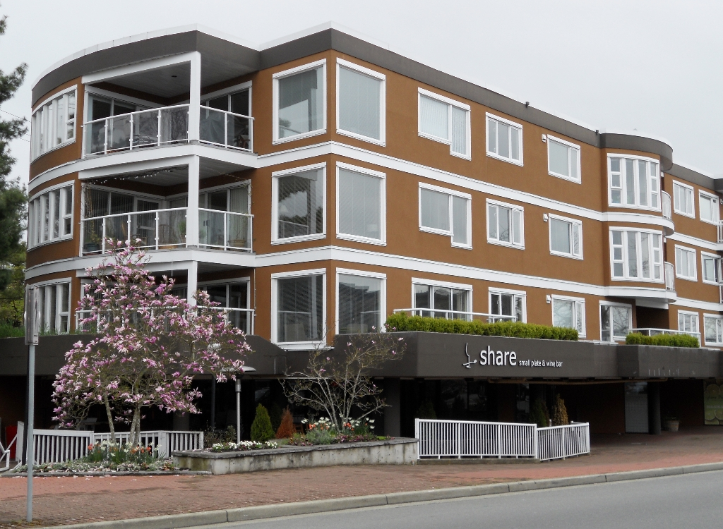 "Main Photo: 101 15213 PACIFIC Avenue: White Rock Condo for sale in ""Pacific View"" (South Surrey White Rock)  : MLS® # F1210420"