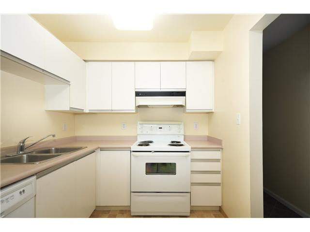 Photo 3: # 1B 2433 E 10TH AV in Vancouver: Renfrew VE Townhouse for sale (Vancouver East)  : MLS(r) # V1026968