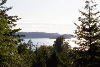Main Photo: 826 Captain's Way in Bowen Island: King Edward Bay Home for sale