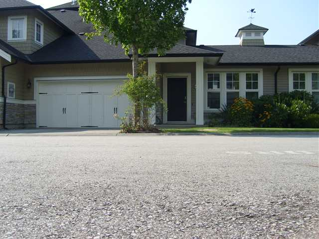 "Main Photo: 6 19452 FRASER Way in Pitt Meadows: South Meadows Townhouse for sale in ""SHORELINE"" : MLS® # V972885"