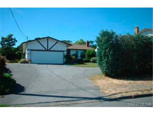 Main Photo: 4000 Cedar Hill Road in VICTORIA: SE Mt Doug Single Family Detached for sale (Saanich East)  : MLS® # 168317