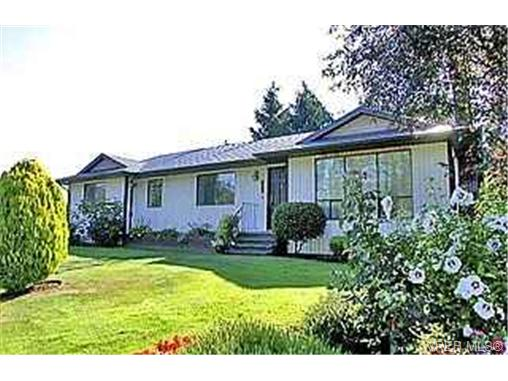 Main Photo: 753 Mapleton Place in VICTORIA: SW Royal Oak Single Family Detached for sale (Saanich West)  : MLS® # 192005