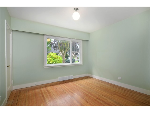 Photo 6: 2552 WILLIAM Street in Vancouver: Renfrew VE House for sale (Vancouver East)  : MLS(r) # V1015127