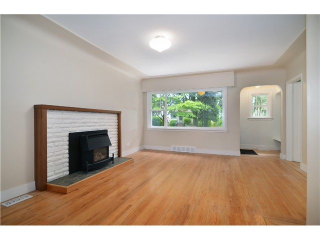Photo 3: 2552 WILLIAM Street in Vancouver: Renfrew VE House for sale (Vancouver East)  : MLS(r) # V1015127