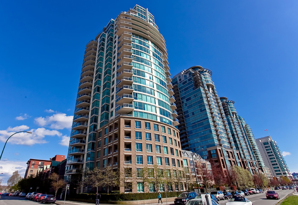Main Photo: 1605 120 Milross in Vancouver: Condo for sale