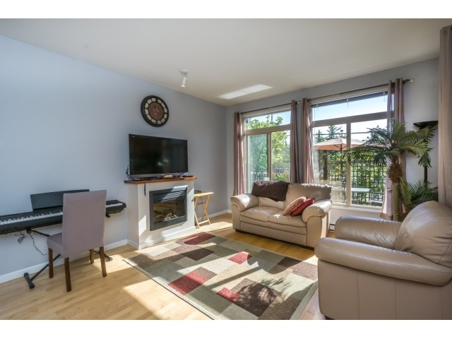 Photo 8: 130 15380 102A AVENUE in Surrey: Guildford Condo for sale (North Surrey)  : MLS(r) # R2062187