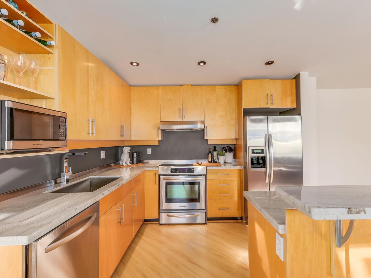 Photo 9: 511 549 COLUMBIA STREET in New Westminster: Downtown NW Condo for sale : MLS® # R2129468