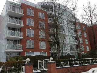 Main Photo: 310 688 FAIRCHILD ROAD in Vancouver: Oakridge VW Condo for sale (Vancouver West)  : MLS®# R2136403