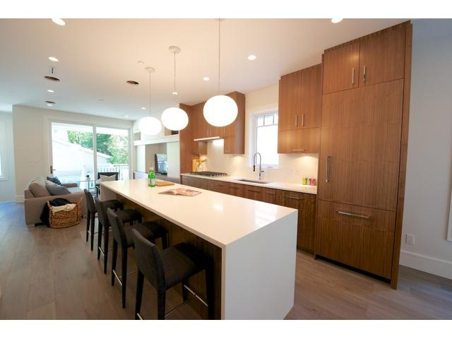 Photo 3: 433 W 14 Avenue in Vancouver: Mount Pleasant VW House 1/2 Duplex for sale (Vancouver West)  : MLS(r) # V1025203
