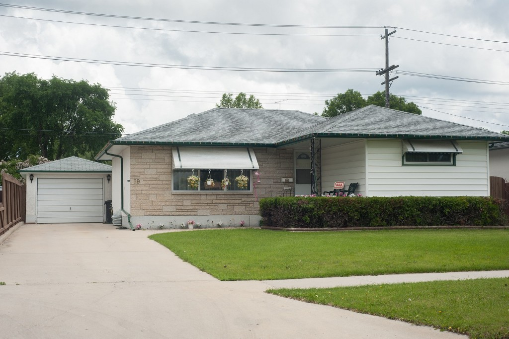 Main Photo: 59 Woodcrest Drive in Winnipeg: Single Family Detached for sale (Garden City)  : MLS® # 1415184
