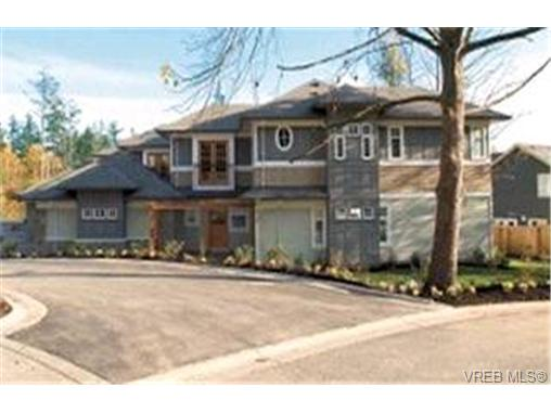 Main Photo: 566 Caselton Place in VICTORIA: SW Royal Oak Townhouse for sale (Saanich West)  : MLS® # 187958