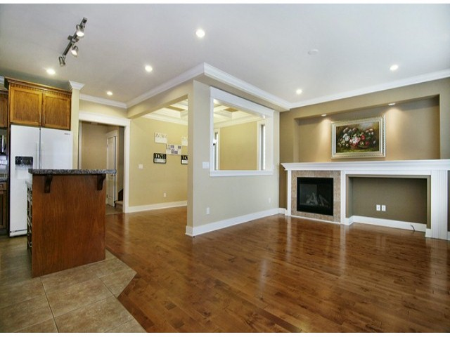 Photo 3: 14757 34A AV in Surrey: King George Corridor House for sale (South Surrey White Rock)  : MLS(r) # F1421355