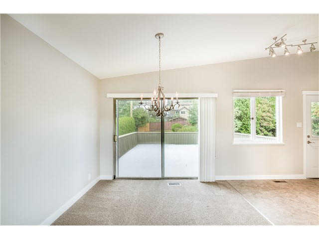 Photo 4: 6180 LAKEVIEW AVENUE in Burnaby: Upper Deer Lake House for sale (Burnaby South)  : MLS® # V1143097
