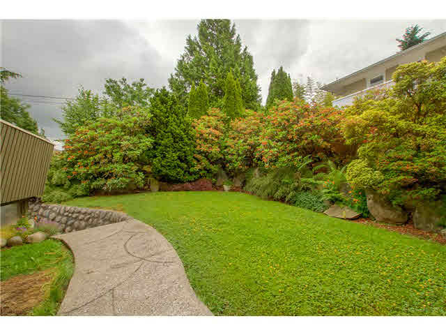 Photo 13: 6180 LAKEVIEW AVENUE in Burnaby: Upper Deer Lake House for sale (Burnaby South)  : MLS® # V1143097