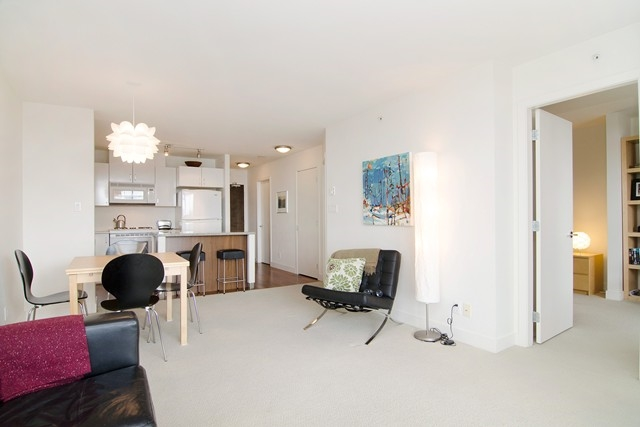 Photo 7: Photos: 711 175 W 1ST STREET in North Vancouver: Lower Lonsdale Condo for sale : MLS®# R2055650