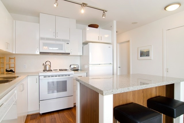 Photo 3: Photos: 711 175 W 1ST STREET in North Vancouver: Lower Lonsdale Condo for sale : MLS®# R2055650