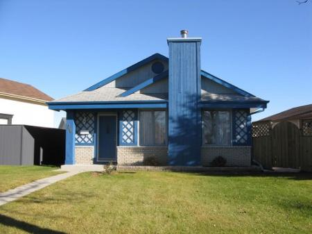 Main Photo: Charming 4 Bedroom Bungalow