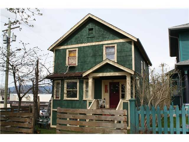 "Photo 3: 1723 NAPIER ST in Vancouver: Grandview VE House for sale in ""COMMERCIAL DRIVE"" (Vancouver East)  : MLS® # V989441"