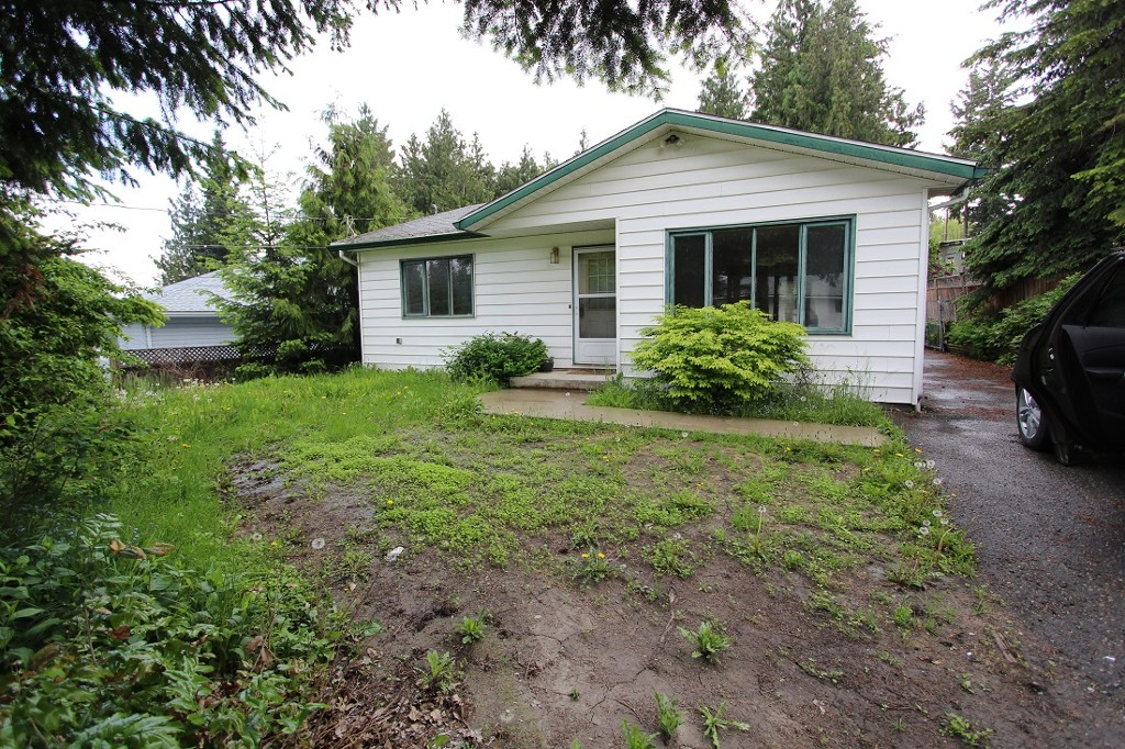 Main Photo: 2820 Caen Road in Sorrento: House for sale : MLS® # 10088757