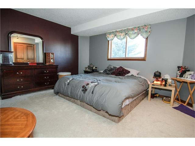 Photo 16: 136 SANDPIPER CI NW in Calgary: Sandstone Valley House for sale : MLS(r) # C4049626