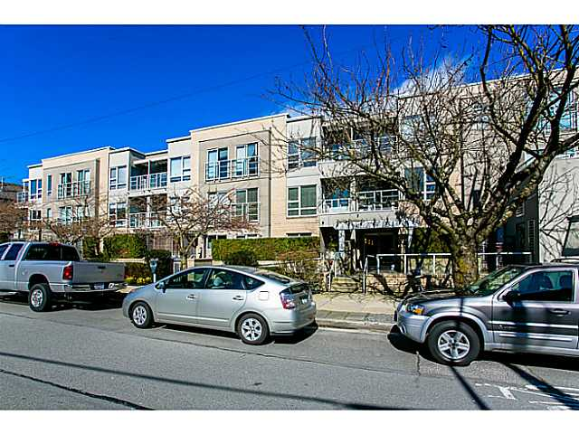 "Main Photo: 205 1823 W 7TH Avenue in Vancouver: Kitsilano Condo for sale in ""CARNEGIE"" (Vancouver West)  : MLS® # V1012123"
