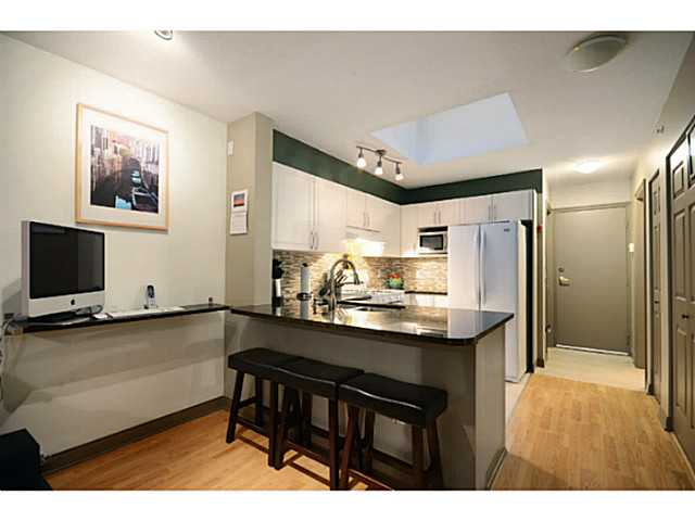 Main Photo: 405-688 East 16th Ave in Vancouver: Condo for sale : MLS® # v1036937