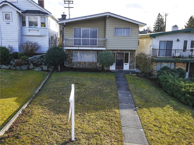 Photo 2: 3490 CAMBRIDGE ST in Vancouver: Hastings East House for sale (Vancouver East)  : MLS(r) # V1056008